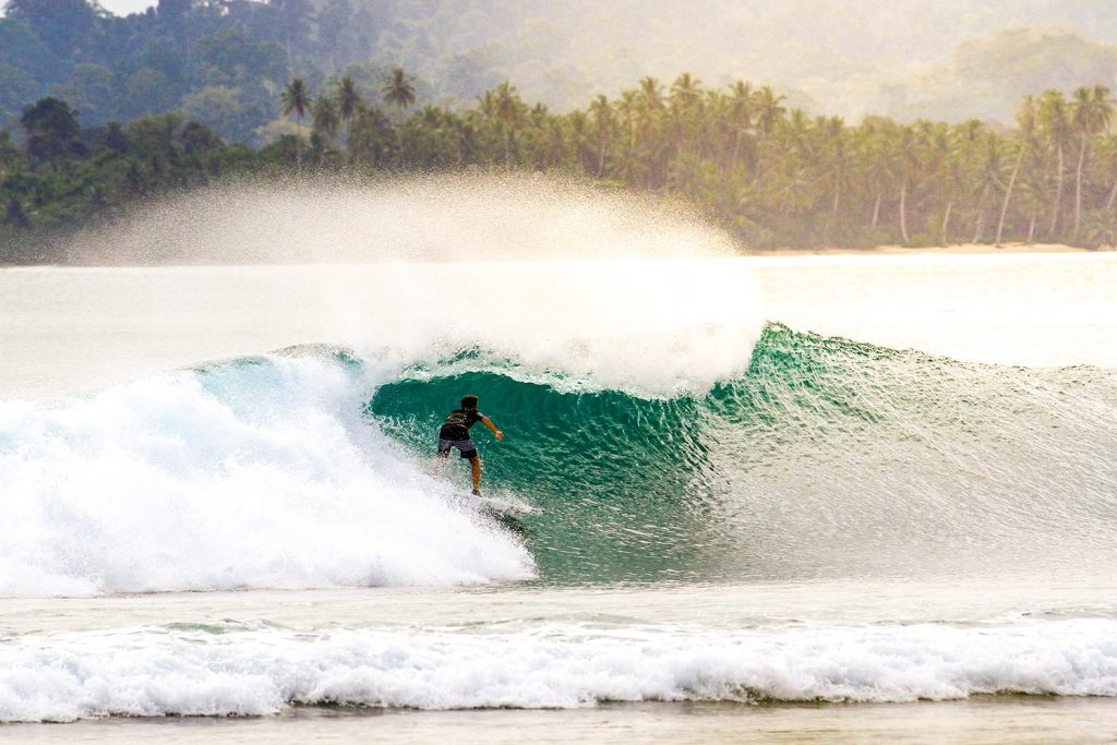 mentawai surf isla indonesia